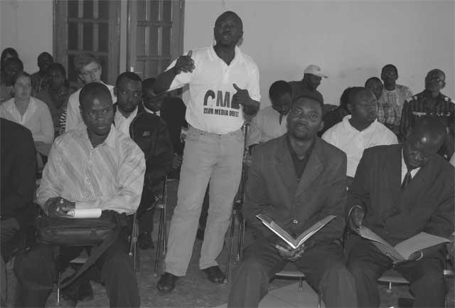 Panel journalistes et auditoire lors de la conférence de presse