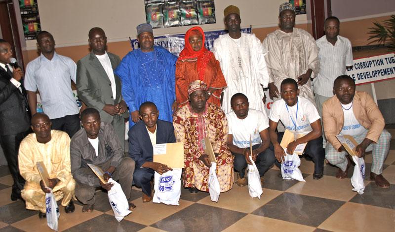 La Reine Rabiatou Njoya a offert des prix aux participants