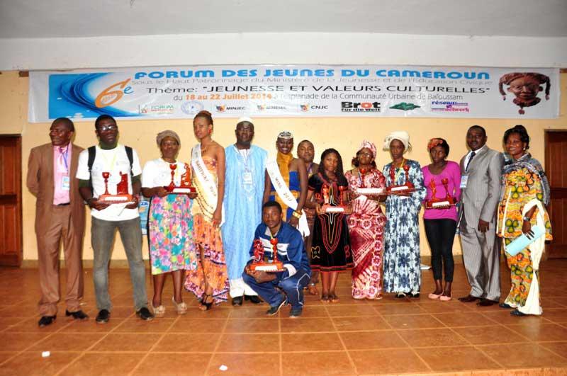 Photo avec quelques lauréats des différentes compétitions