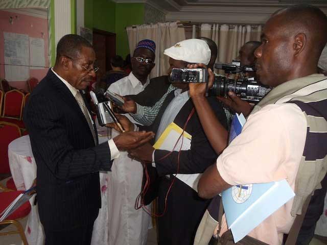 Charlie Tchikanda face à la presse