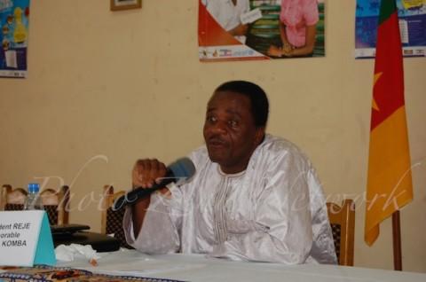 Honorable Gaston KOMBA, Président du Réseau Parlementaire Espérance Jeunesse : « Le partenariat  que nous venons de signer va susciter  plus d'engagement des parlementaires en ce qui concerne les préoccupations jeunes, parce qu'ils seront  munis d'un certain nombre de données que va  leur  fournir Zenü Network. »